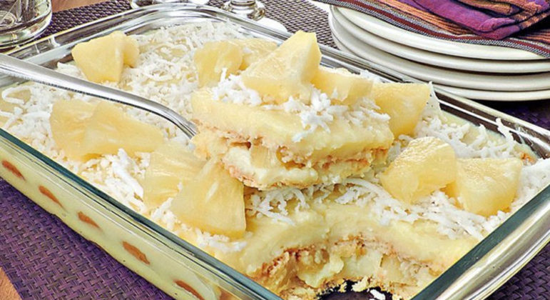 Guia da Cozinha - 10 sobremesas de abacaxi com coco para se deliciar