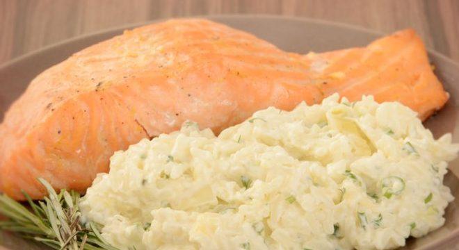 Guia da Cozinha - Arroz cremoso com salmão para um almoço sofisticado