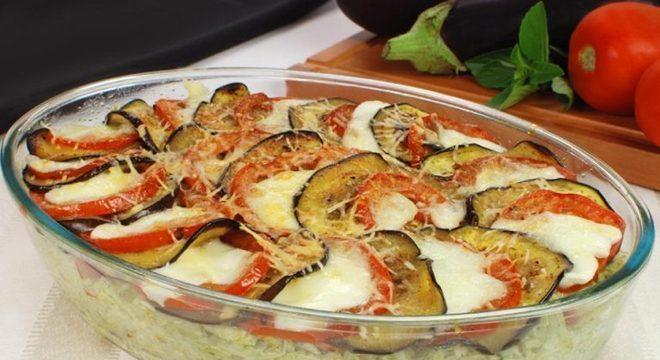 Guia da Cozinha - Arroz de forno com frango e berinjela prático e saboroso