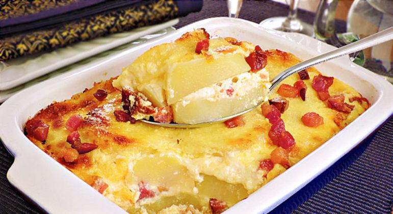 Guia da Cozinha - Batata gratinada com bacon para saborear no final de semana