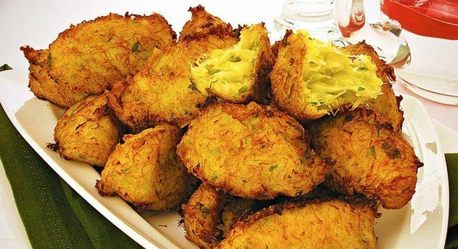 Guia da Cozinha - Bolinho de bacalhau tradicional: receita fácil para a Páscoa