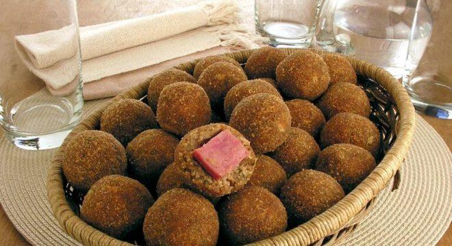 Guia da Cozinha - Bolinho de feijão: 3 maneiras de fazer o petisco