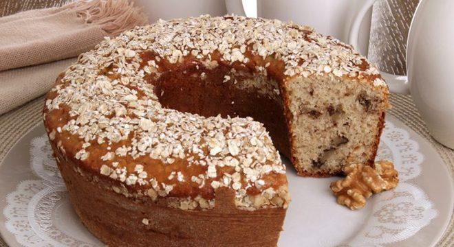 Guia da Cozinha - Bolo de aveia com nozes: perfeito para o café da manhã