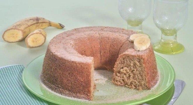 Guia da Cozinha - Bolo de banana com aveia saudável e delicioso