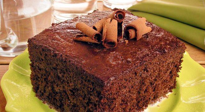 Guia da Cozinha - Bolo de chocolate geladinho