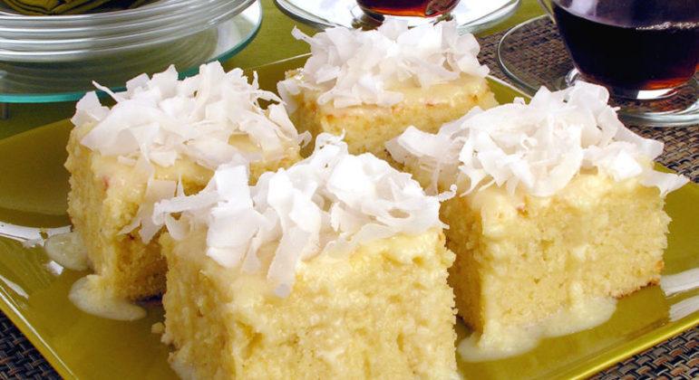 Guia da Cozinha - Bolo de coco molhadinho para a sobremesa