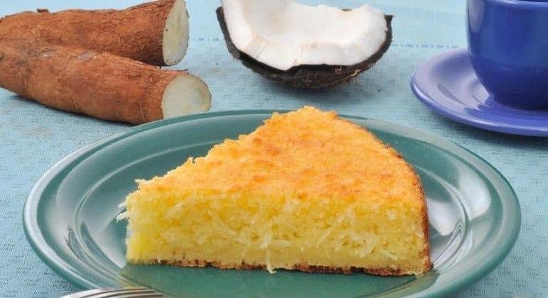 Guia da Cozinha - Bolo de mandioca e coco fácil e saboroso
