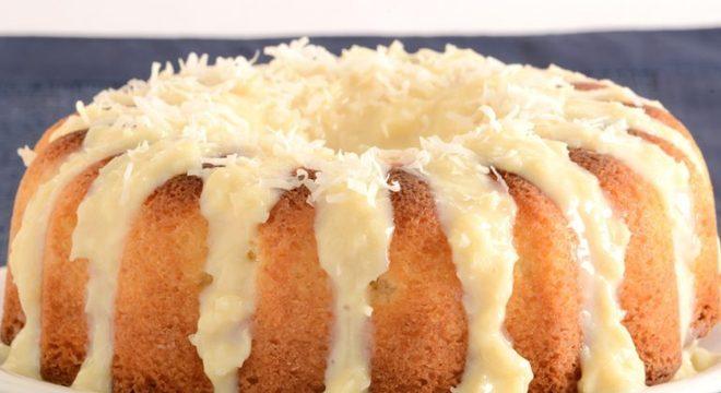 Guia da Cozinha - Bolo gelado de beijinho que vale a pena repetir