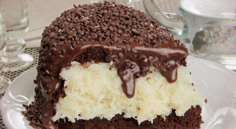 Guia da Cozinha - Bolo prestígio recheado para a sobremesa
