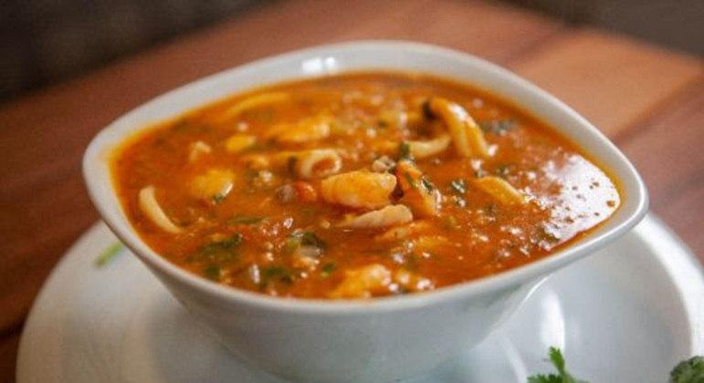 Guia da Cozinha - Caldo de camarão: opção deliciosa para os dias frios