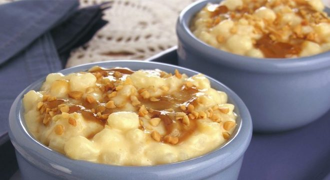 Guia da Cozinha - Canjica com doce de leite e amendoim