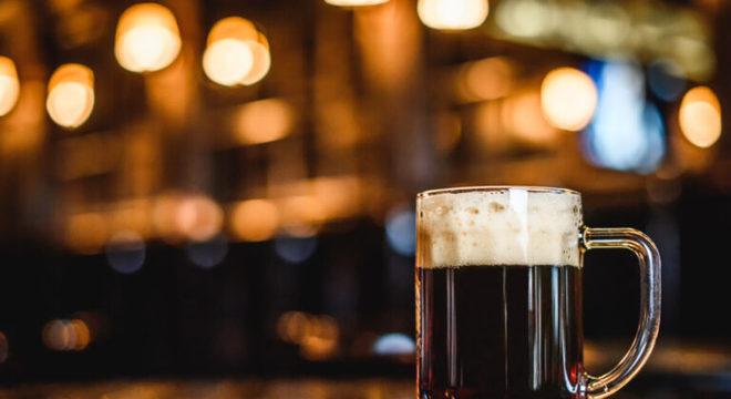 Guia da Cozinha - Cerveja escura: receitas ideais para harmonizar com a bebida