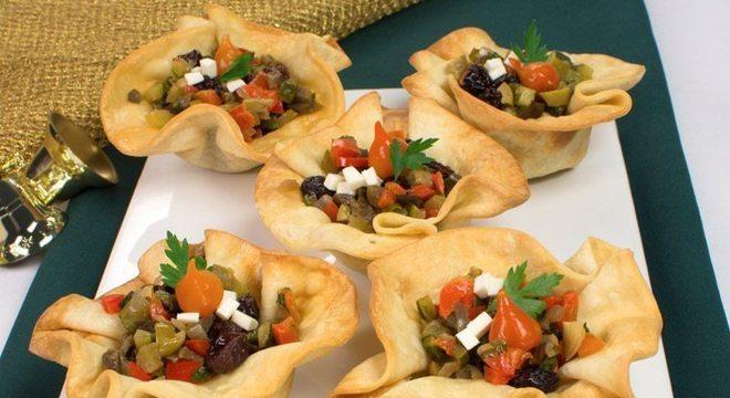 Guia da Cozinha - Cestinha de antepasto: entrada sofisticada, prática e deliciosa