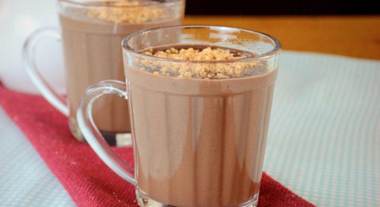Guia da Cozinha - Chocolate quente com paçoca para se aquecer nos dias frios