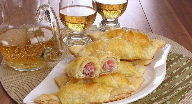 Guia da Cozinha - Croissant com salame: receita prática para o café da tarde