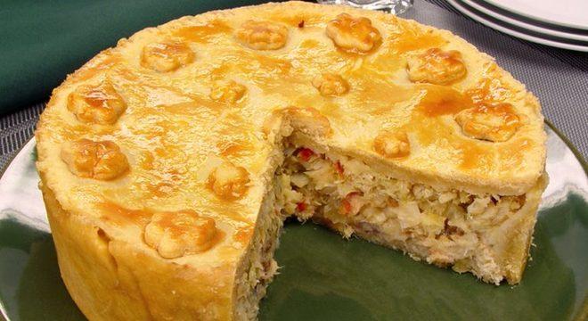 Guia da Cozinha - Empadão de bacalhau para um almoço delicioso e descomplicado