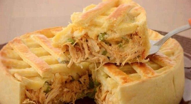 Guia da Cozinha - Empadão de frango cremoso: receita para deixar seu sábado saboroso
