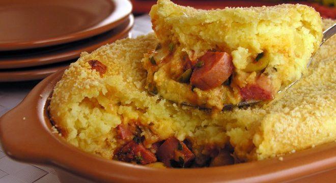 Guia da Cozinha - Enformado de mandioca e calabresa diferente para o almoço