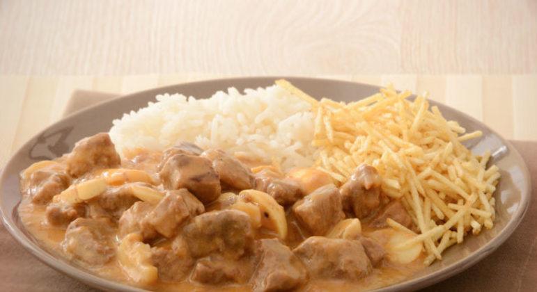 Guia da Cozinha - Estrogonofe na pressão para um almoço rápido e delicioso