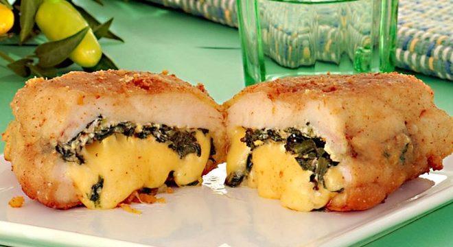 Guia da Cozinha - Frango empanado com espinafre e queijo: crocante e muito recheado