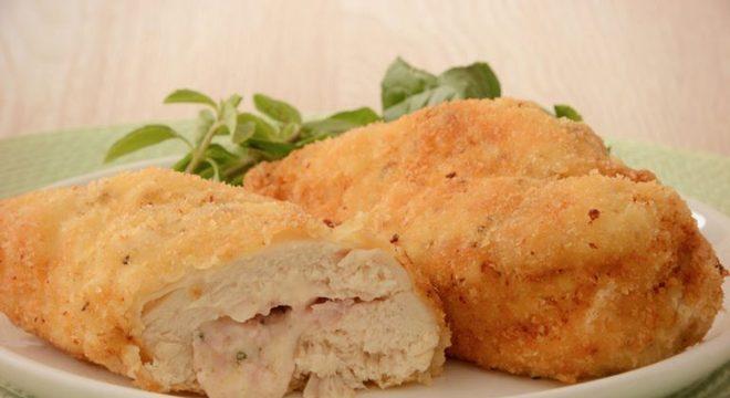 Guia da Cozinha - Frango empanado recheado para refeições caprichadas