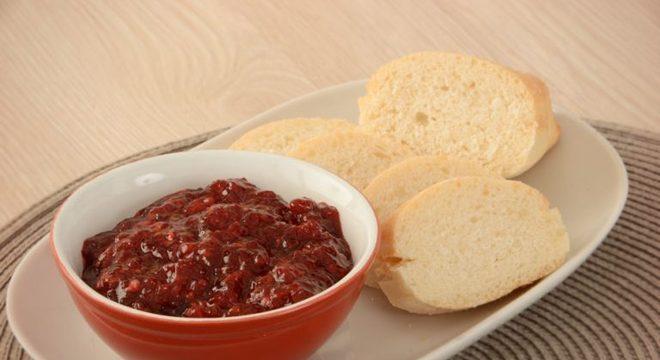 Guia da Cozinha - Geleia saudável e saborosa de amora com gengibre