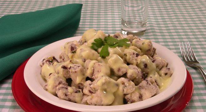 Guia da Cozinha - Gnocchi de azeitona ao creme de mandioquinha fácil e sofisticado