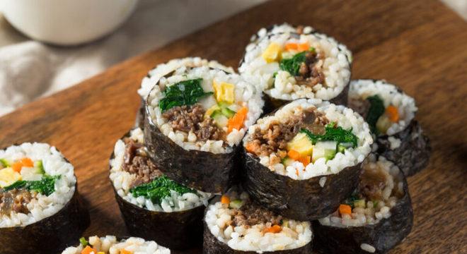"""Guia da Cozinha - Kimbap: aprenda a fazer o """"sushi coreano"""" em casa"""