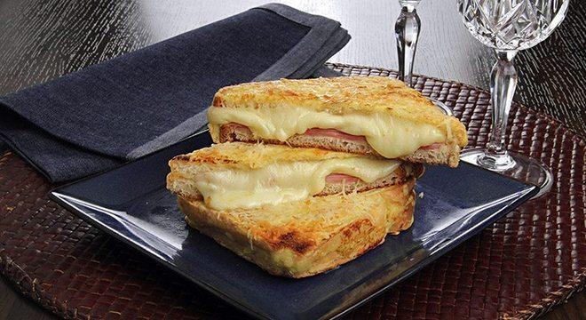 Guia da Cozinha - Lanche de forno com recheio de presunto e provolone