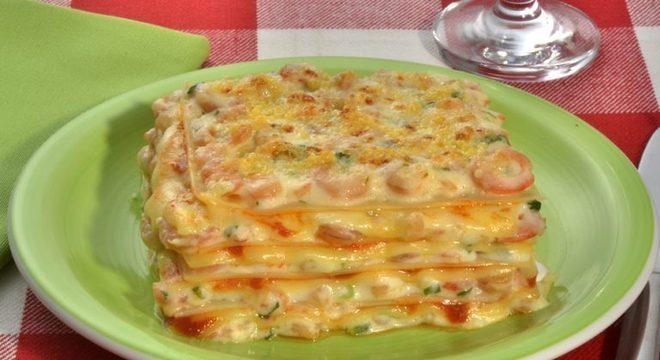 Guia da Cozinha - Lasanha de camarão: receita especial para as refeições em família