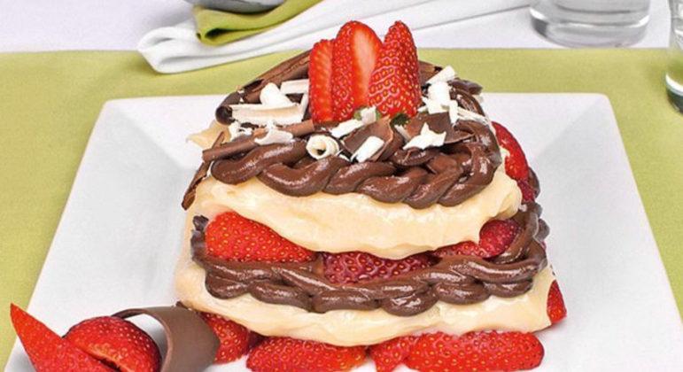 Guia da Cozinha - Lasanha doce de morango e chocolate para uma sobremesa diferente