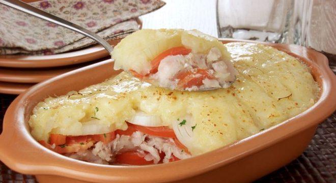 Guia da Cozinha - Merluza gratinada para refeições fáceis e bem servidas