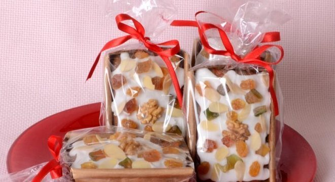 Guia da Cozinha - Minibolo inglês natalino: opção para vender ou presentear alguém neste fim de ano