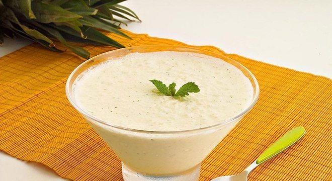Guia da Cozinha - Mousse de abacaxi com hortelã refrescante