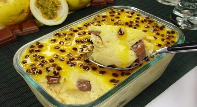 Guia da Cozinha - Mousse de maracujá com pedaços de chocolate
