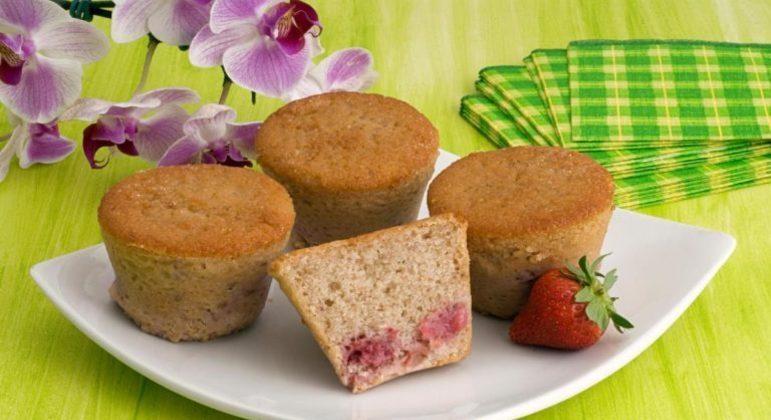 Guia da Cozinha - Muffin de morango delicioso e fácil