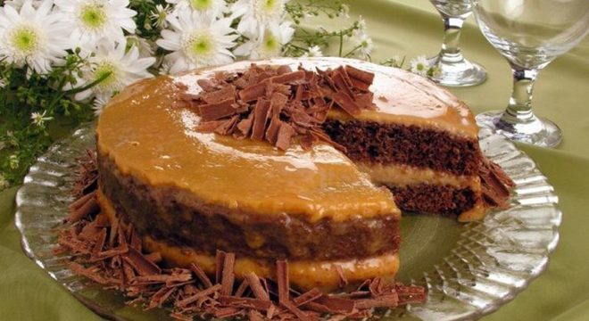 Guia da Cozinha - Naked cake de chocolate com doce de leite