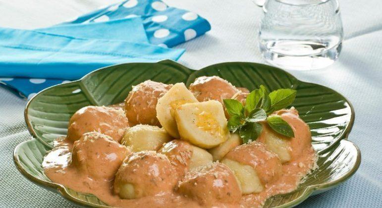 Guia da Cozinha - Nhoque recheado ao molho rosé para um jantar especial