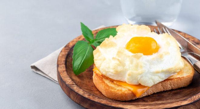 Guia da Cozinha - Ovos em nuvem: receita prática para fazer no forno