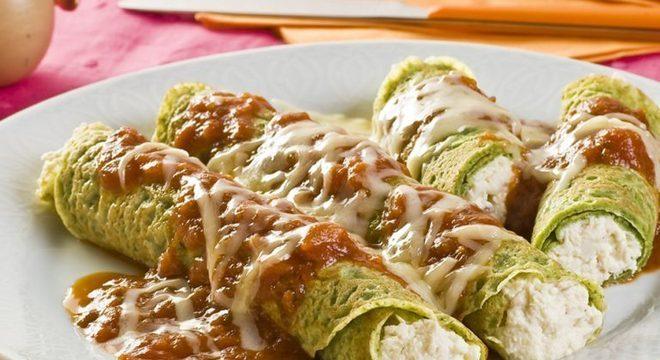 Guia da Cozinha - Panqueca de espinafre recheada com frango