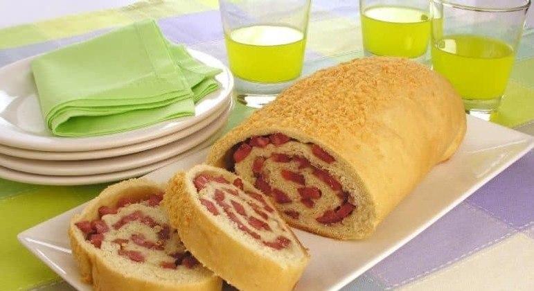 Guia da Cozinha - Pão caseiro de calabresa fácil e saboroso