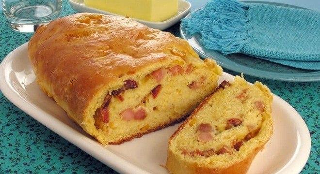Guia da Cozinha - Pão de milho com bacon e requeijão cremoso