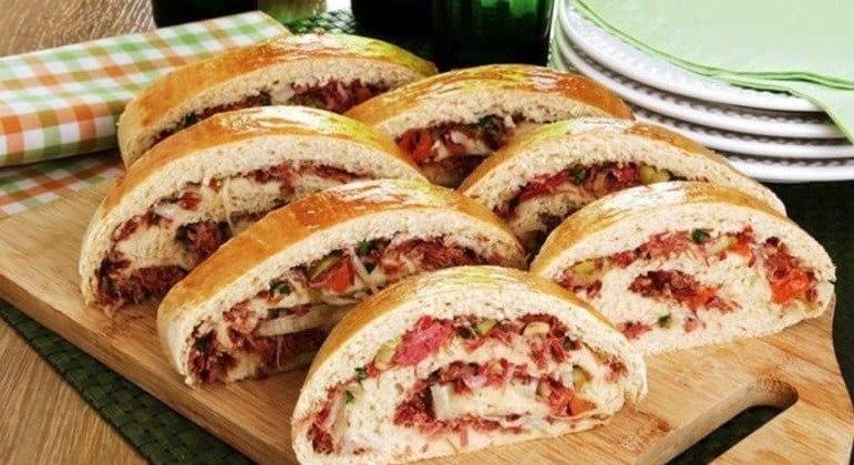 Guia da Cozinha - Pão recheado com carne-seca fácil e saboroso