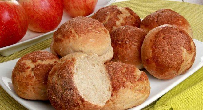 Guia da Cozinha - Pãozinho integral com maçã e canela fácil e saudável