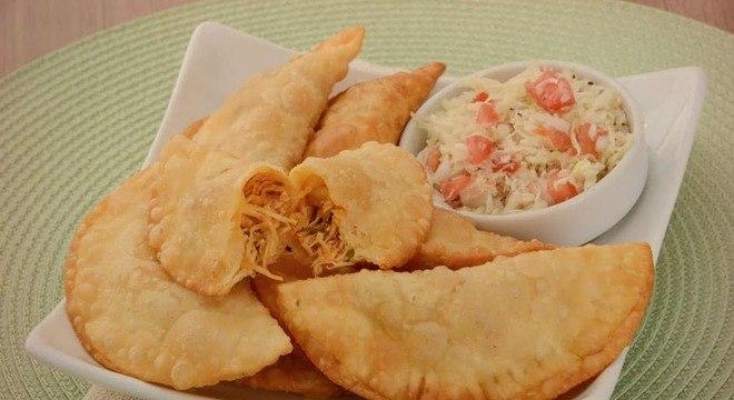 Guia da Cozinha - Pastel de feira: aprenda receitas com os recheios tradicionais
