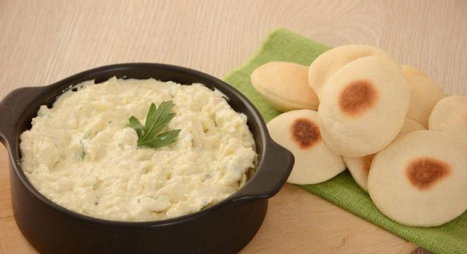 Guia da Cozinha - Patê de queijos com ervas: pronto em 10 minutos