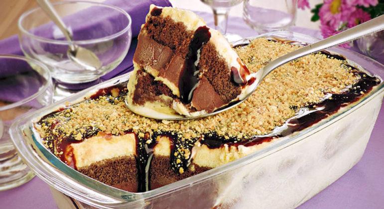 Guia da Cozinha - Pavê com sorvete de creme pronto em 30 minutos