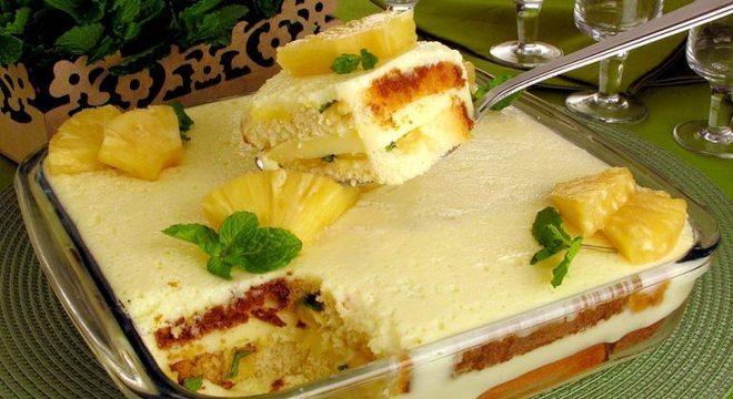 Guia da Cozinha - Pavê de gelatina com abacaxi: sobremesa fácil para o dia a dia