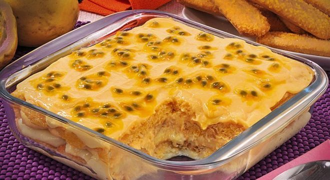 Guia da Cozinha - Pavê de maracujá com biscoito champanhe fácil e saboroso