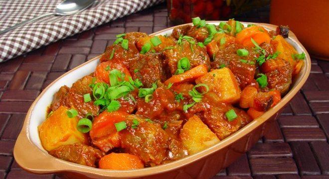 Guia da Cozinha - Picadinho na pressão com legumes para um jantar fácil